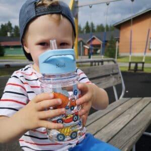 nimikoitu juomapullo lapselle