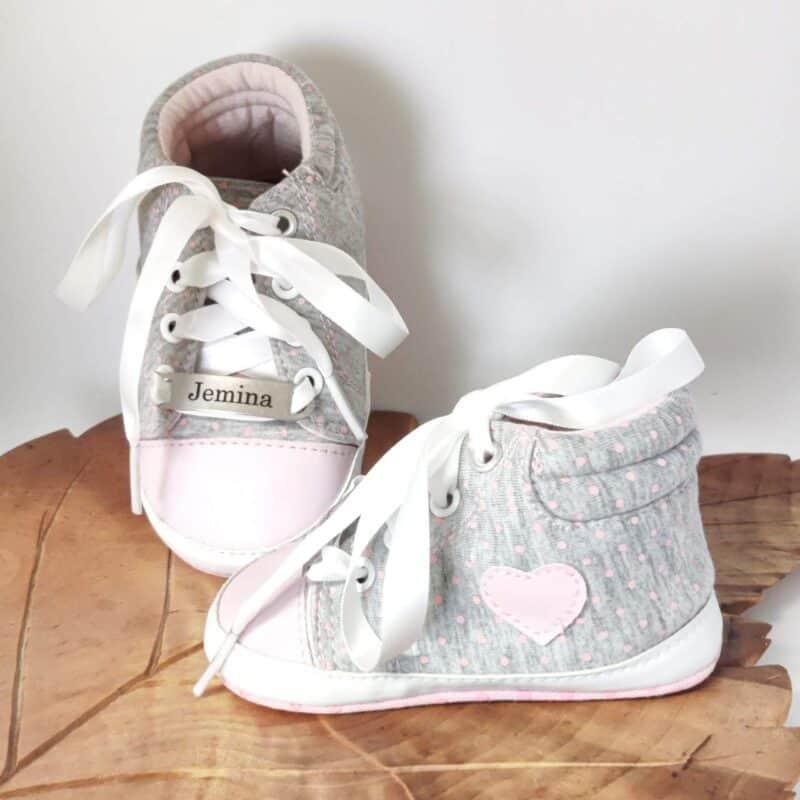 Vaaleanpunaiset kangas kengät nimellä Jemina