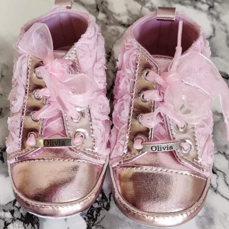 Vaaleanpunaiset lapsen kengat nimella