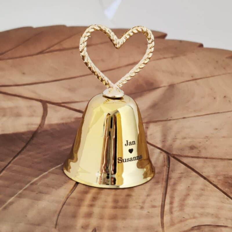 Kullanvärinen suudelma kello nimillä
